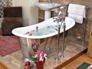 Princess Free Standing Bathtub CAST IRON Inner White Outer Shiny Platinum Finish